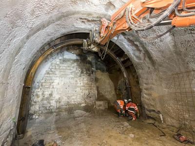 Pose de cintre sur un tunnel de petite section